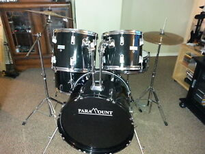 5 pc Drumkit with Throne + cymbals