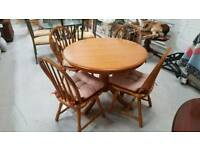 Oak Round table and 4 chairs can deliver 07808222995