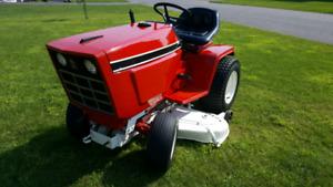 Tracteur a gazon IH 582 Cub cadet