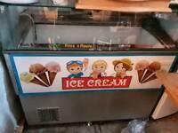 Ice cream scoop freezer