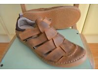 HUSH PUPPIES - MENS LEATHER SANDALS SIZE 10