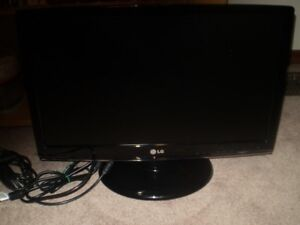 "LG FLATRON 22"" LCD MONITOR FULL HD In Excellent Condition"