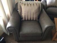 Sofa set good condition like new. Hardly used