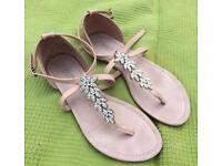Lovely sandals size 7