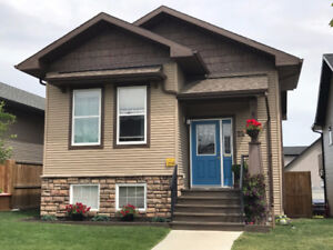 4 bed - 2 bath home in Sylvan Lake. 24x24 Garage  - NOVEMBER 1st