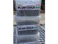 Fencing staples 40mm barbed