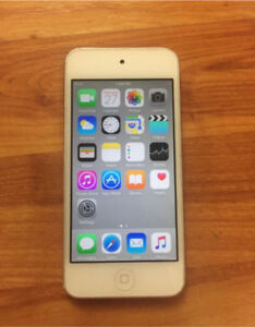 Mint condition iPod Touch 5 32GB