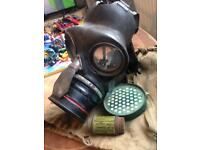 Ww2 gas mask June 1939 with soldiers name on bag