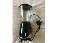 Grundig 1.5 Litre Glass Jug Blender, SM5040, great used condition, small lid missing