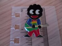 GOLLY WITH GUITAR PIN BADGE – COLLECTABLE