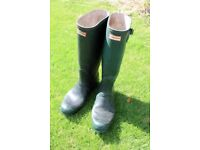 WELLINGTON BOOTS, MENS - SIZE 10 made by HUNTER