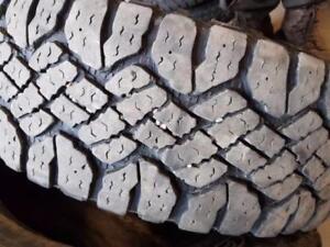 2 pneus goodyear duratrac  LT275/60/20 AVEC FLOCON 200$