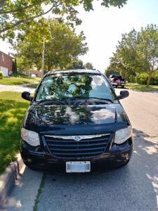 2007 Chrysler Town & Country LX Minivan, Van