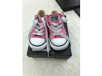 Pink Converse size 7 hardly worn.