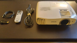 """Must go today. Epson 2030 Projector + 80"""" wall mountable screen"""