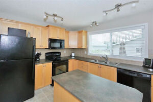 Summerside - Beautiful 3 Bed Home w/ Finished Bsmt & Dbl Grg!