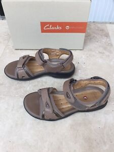 Clarks Leather Sandals - Taupe, size 5 1/2 - Like NEW!