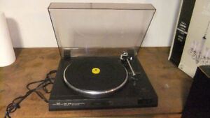 Dual CS 515 Belt Drive record player Very Good Condition
