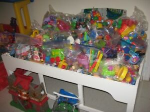 plusieurs jouets de garderie    pre-vente de garage