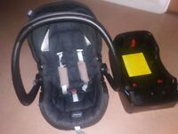 £30 Excellent condition Chicco Baby Car Seat & Base
