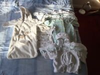 Boundle of babys clothes 0-3 months