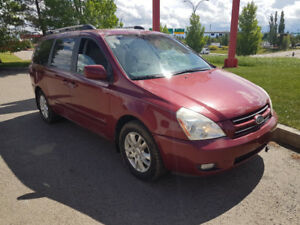 2008 Kia Sedona mini van, auto,parking sensors, only166,000 km.