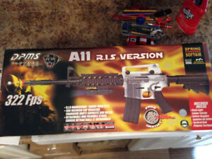 Like new air soft gun with pellets