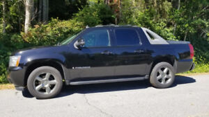 2007 Chevrolet Avalanche LTZ 4x4 1/2 Ton Truck in Good Condition