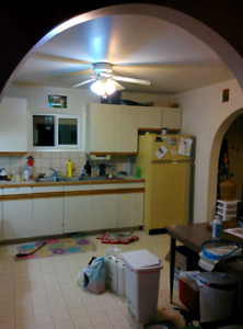 2 bed 1 bath, near junction, 1000 + utilities 0ct 1st