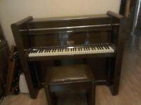 UPRIGHT BERRY PIANO