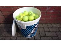 100 used tennis balls. Good condition.