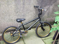 bmx for sale works fine just needs innertubes comes with two other wheels