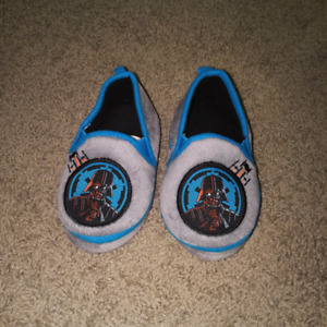 Toddler Boy's Star Wars Slippers - size 7/8