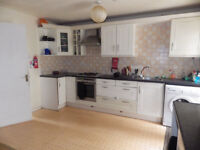 RIVER SIDE LARGE FITTED DOUBLE ROOM, ALL INCLUSIVE - AVAILABLE NOW, Low deposit