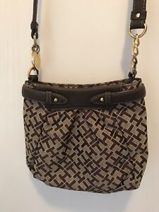 TOMMY HILFIGER women's purse.