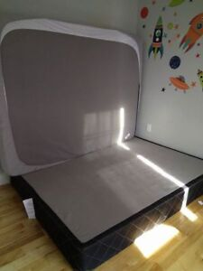 Queen size bed box spring and mattress