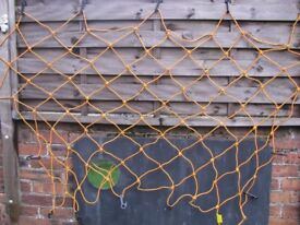 LARGE CARGO/BUNGEE NET SUITABLE FOR CAR/TRAILER. NEVER USED