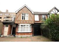 4 bedroom flat in Green Lanes, Finsbury Park