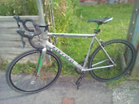 Carrera Vanquish road bike 54cm frame. Suit a 5'8-6'2 rider. 16 gears (Claris)