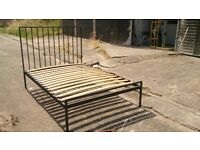 BLACK METAL DOUBLE 4'6 BED FRAME GOOD CONDITION FREE LOCAL DELIVERY