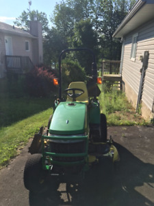 2305 JD diesel 4x4 compact tractor