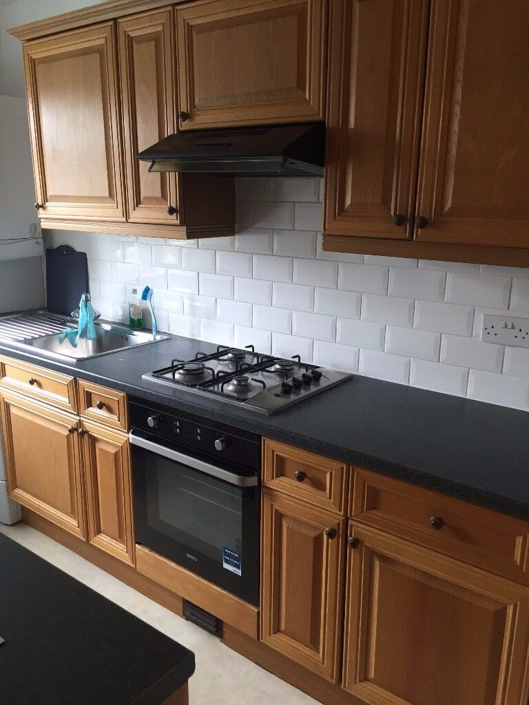 Modern Large 3 bedroom flat near station! (Part dss accepted if working fulltime)