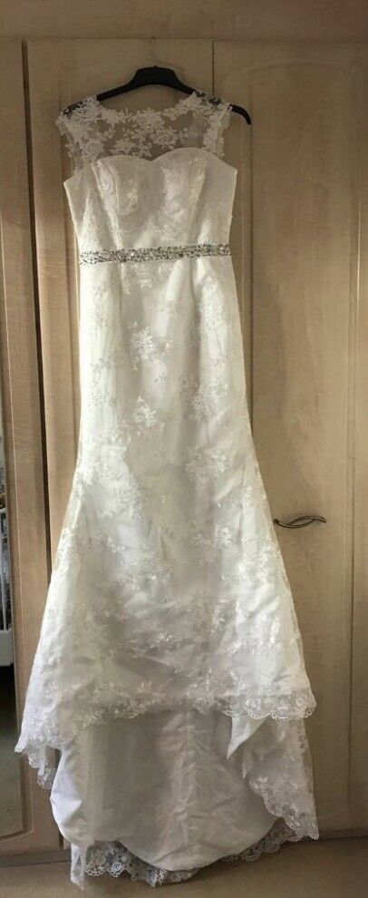 Beautiful Wedding Dress size 8 10in Rothwell, West YorkshireGumtree - My wife bought this beautiful dress with the intention of slimming into it, after loosing her parents that was put on hold and we bought another dress. The dress isnt a cheap dress as you will see when you look at it, has never been worn and is as...