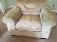 Good offer on well maintained sofa set