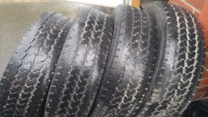 4 pneus 4 saisons de 15 pouces, marque Firestone,pour 80$ les 4
