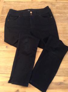 Pantalons 3/4 bleu foncé et vert pastel pour femme grandeur 8