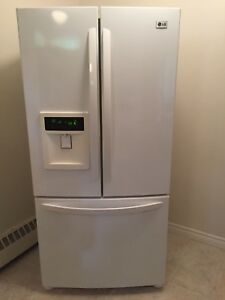 Lg 23 cubic foot fridge with water and ice dispenser