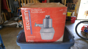 Outdoor floodlight never opened.