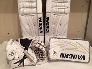 Vaughn V6 Pads 30+2 with V5 Gloves