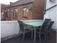 Lovely double /single room with private office/study in a clean flat share in Bounds Green available